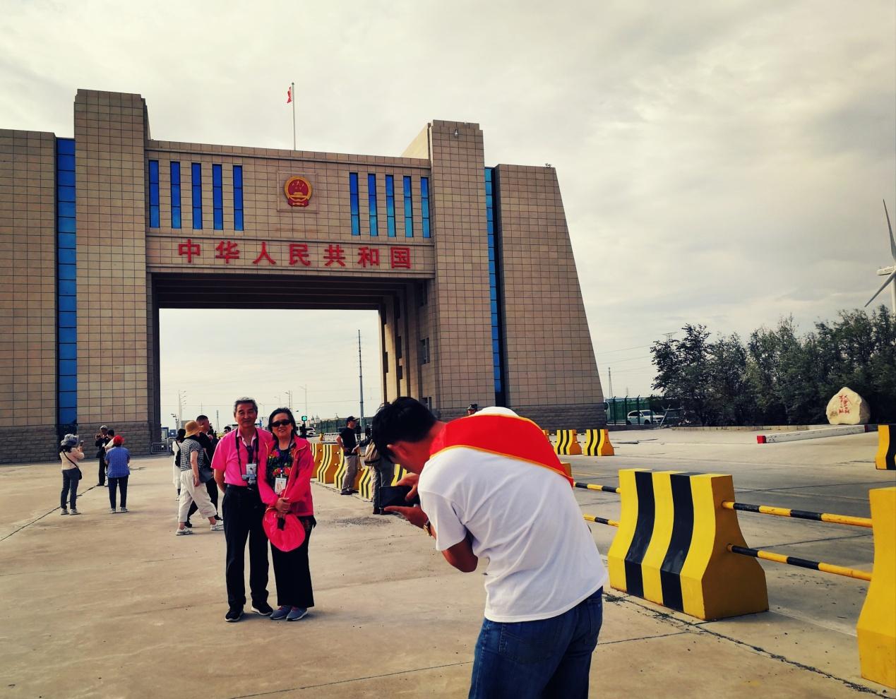 《环球时报》记者六日探访,感受新疆之美与安全