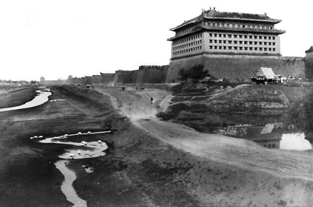明清时期的北京城墙,为什么独缺西北一角,原来暗含玄机