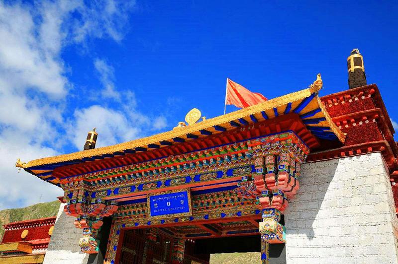 西藏最大的寺庙,拥有141个庄园540个牧场,僧人夏天不能出门