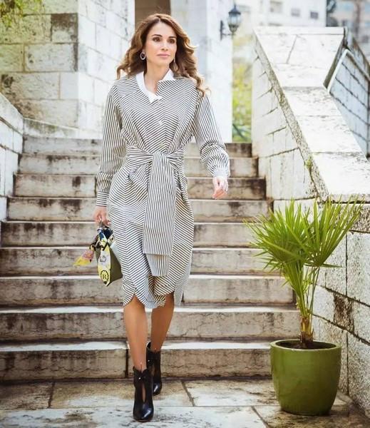 世间裙有风情万种,女人这么穿才能展现万种风情
