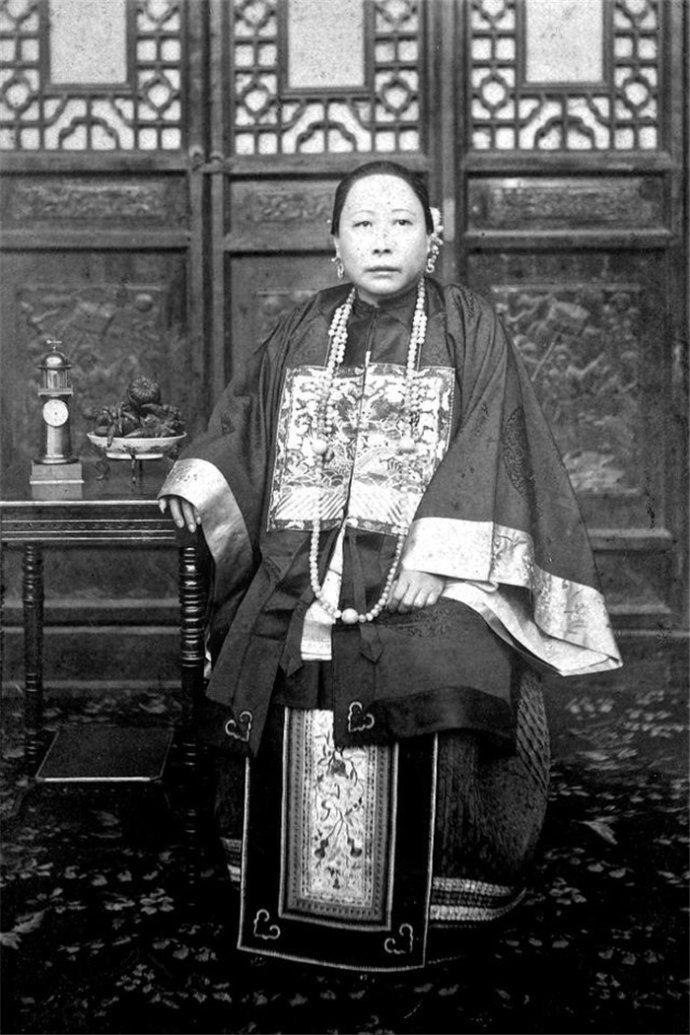 老照片上活的历史:大清朝女性的真实穿戴
