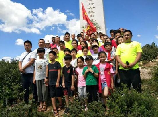 河北定州爱心义工协会志愿者前往平型关驿马岭阻击战纪念碑进行爱国主义教育