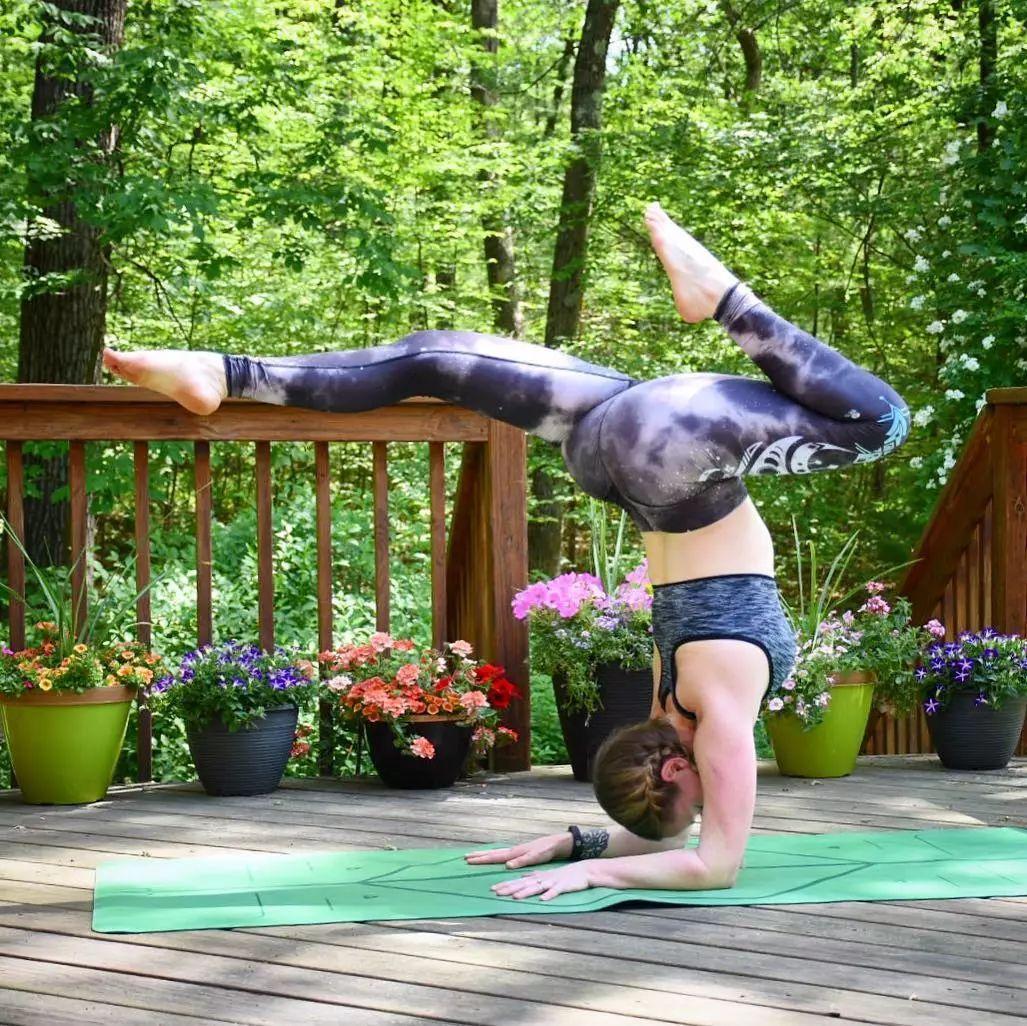 超简单的动作,改善驼背圆肩体态问题,拯救没气质的你