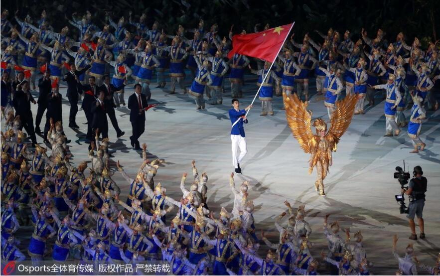 中国代表团入场引爆全场奥运冠军赵帅担任旗手