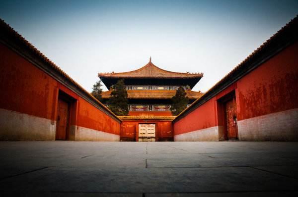 2元就可参观包含中国的省份、民族的钟,但不孝者不能参观