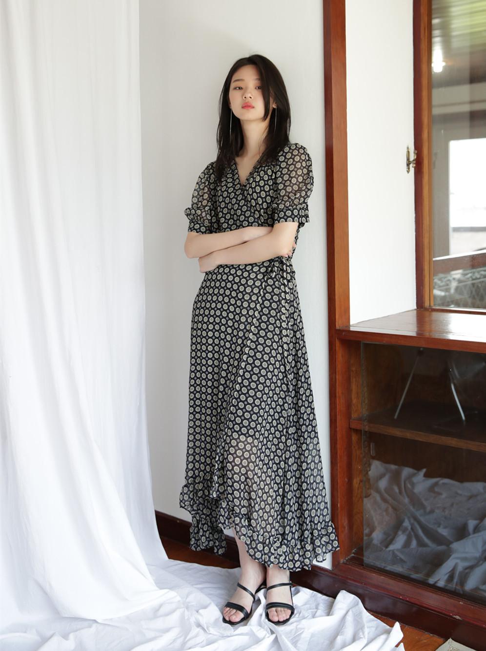 怎么选择裙子最显瘦 时尚达人教你连衣裙的显瘦穿搭技巧