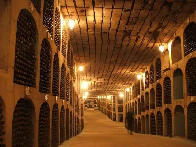 """揭秘世界最传奇的11个酒窖!泰坦尼克号的旷世""""遗酒""""令人惊叹!"""