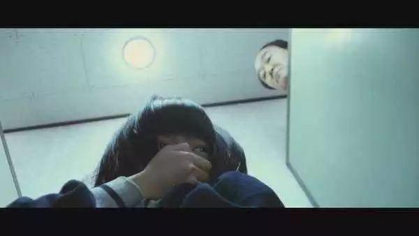 恐怖!妹子在玉林某电影院上厕所,竟从缝隙看到一双手.....