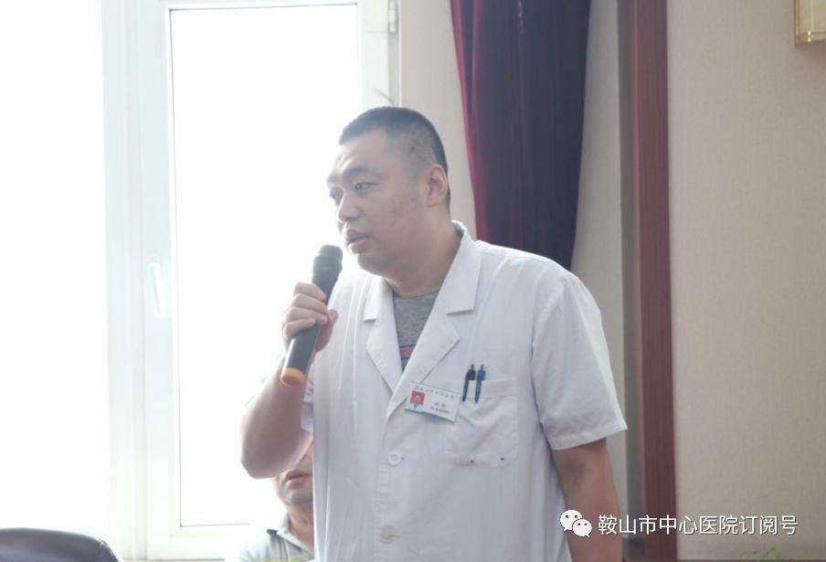 罗进书记带领大家一起宣读《中国医师宣言