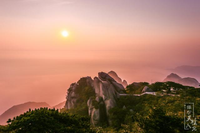 安徽竟有一个高山湖,可以与长白山天池相媲美,还是全国第三大!
