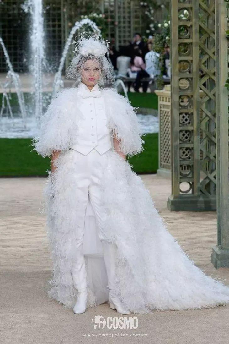 时髦办   这位法国造型师穿衬衫结婚了,让我想起了赫本的头巾