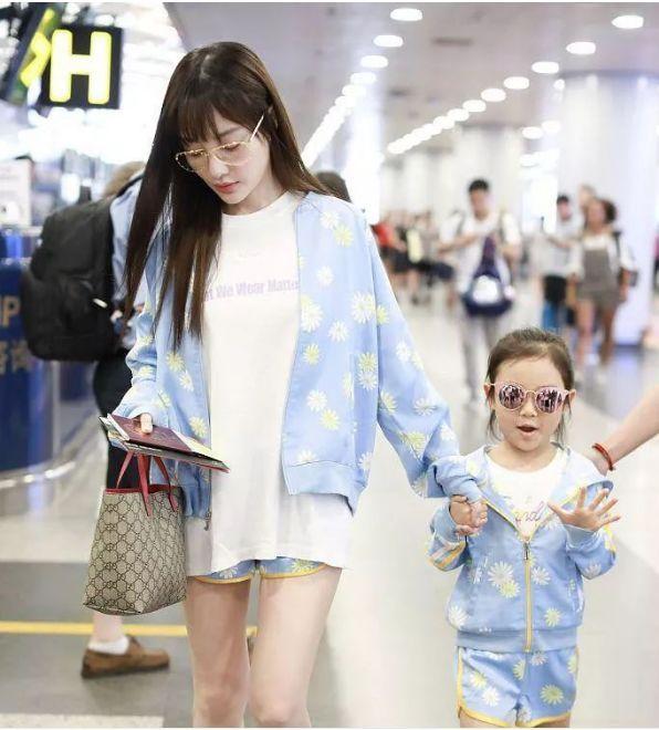 李小璐只是剪了款空气刘海发型,37岁秒变成17岁少女,清纯又时尚