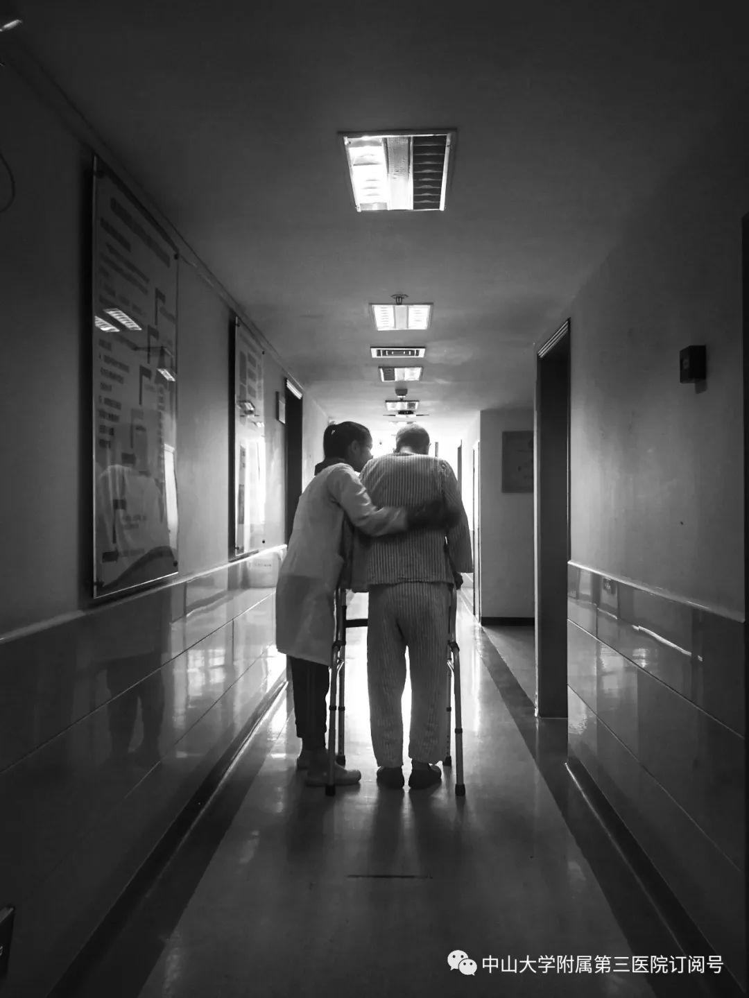 致敬首个中国医师节︱泪奔!那些刷爆朋友圈的医患动人瞬间,三院就有!