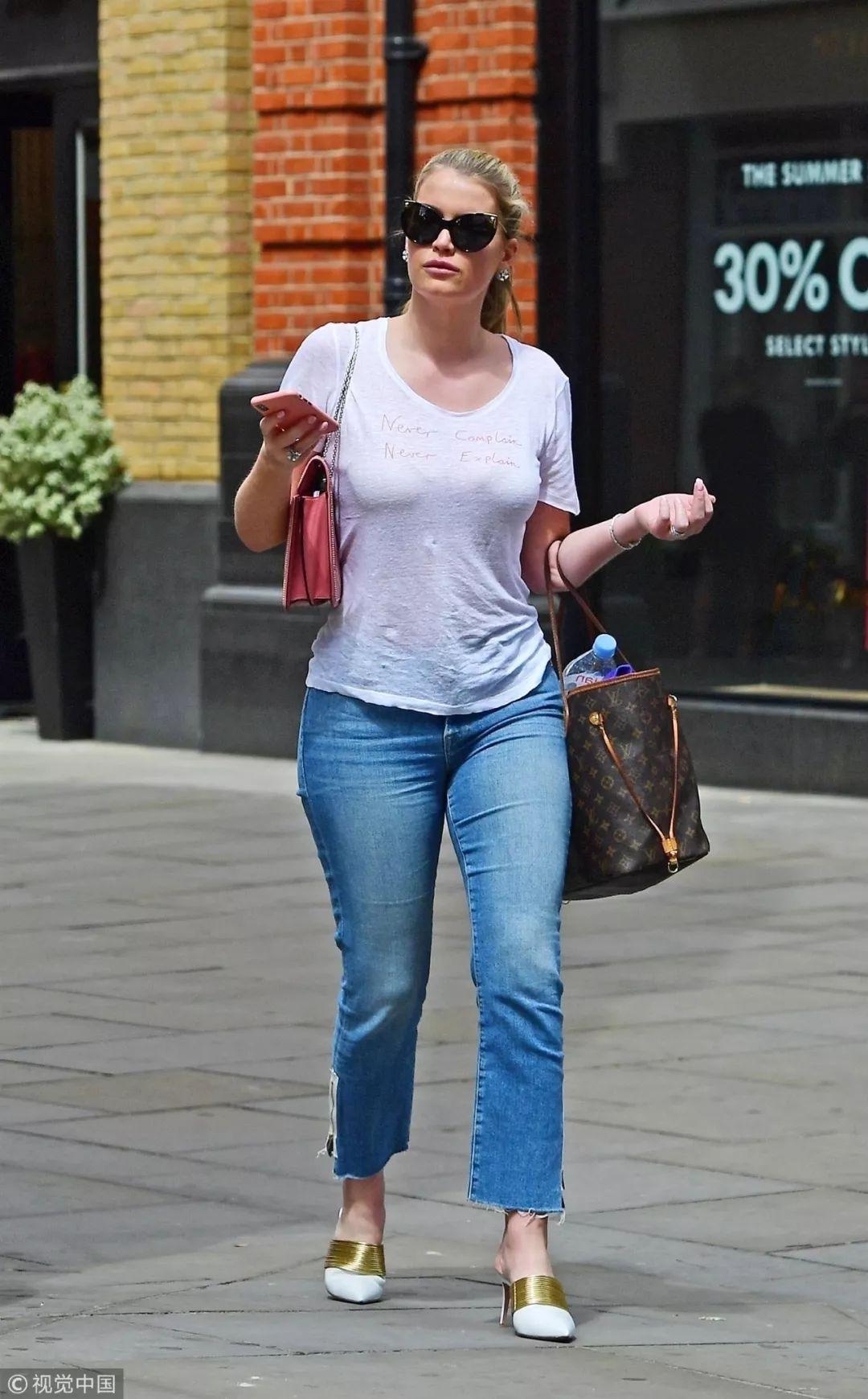 其实白Tee+牛仔裤,并非谁都能穿时髦...