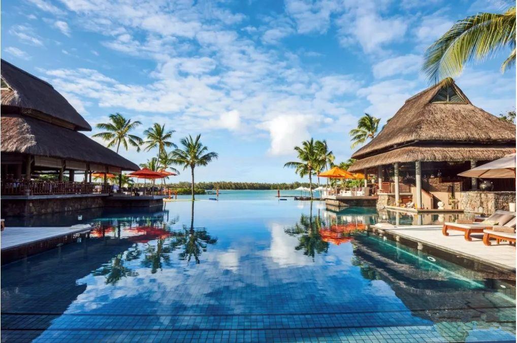 """奢华版黄渤《一出好戏》""""荒岛""""游: 无边泳池,私家沙滩,水上别墅,印度洋美景"""