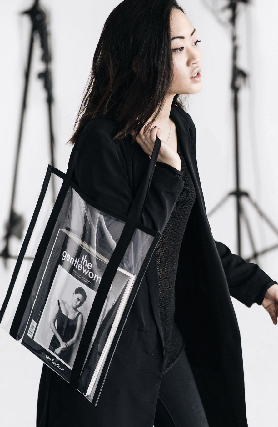 """花几千块买了个透明""""塑料袋"""",要装什么才能体现它的高级感?"""