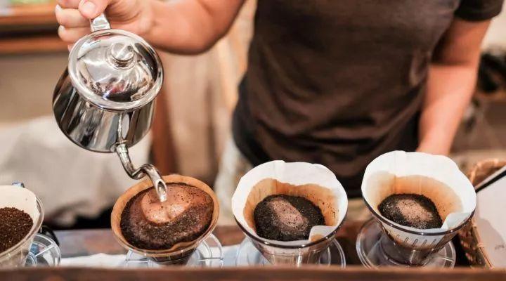 冰水冲咖啡_如何花3分钟学会做一杯手冲咖啡?