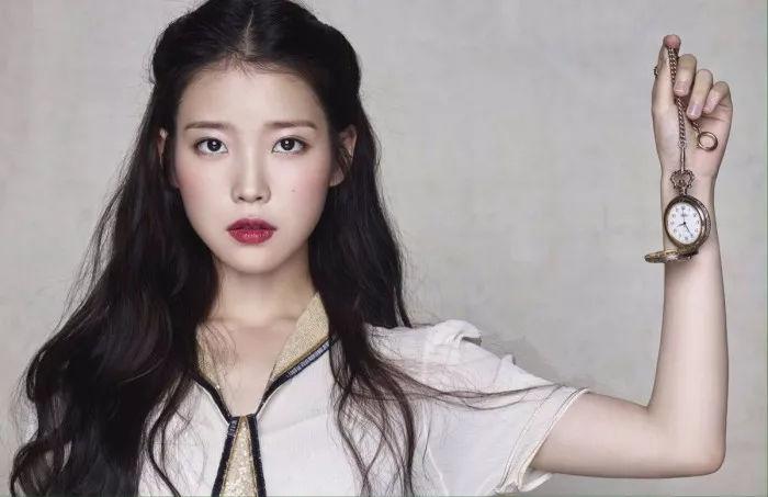 微卷刘海 蛋卷长发这种发型算是韩剧女主角的最爱了.图片