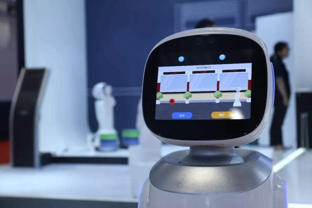 从金融,政务到零售,科沃斯商用机器人诠释「工作伙伴」的本质
