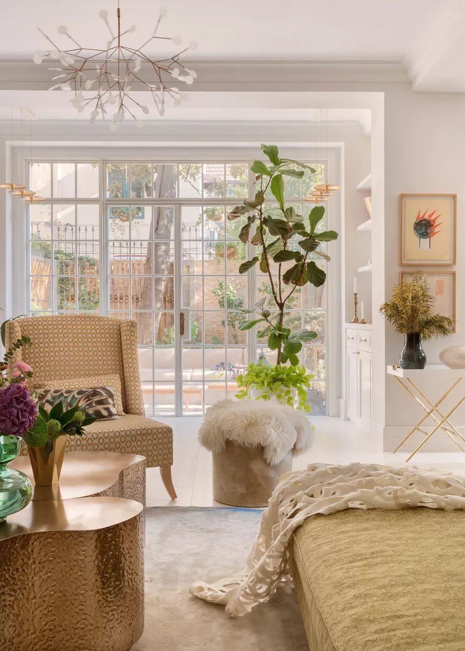 白墙客厅黄色沙发