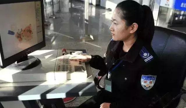 比裤裆藏雷更厉害! 女子为了携带违禁品上飞机, 居然在私处藏手枪!