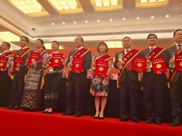 1100 万医务人员迎首个「中国医师节」| 丁香早读