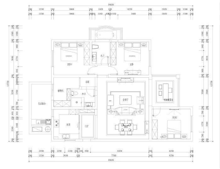 对比一下平面设计图,不难发现,设计师对外卫储物间及主卧这两大块区域有所改动.