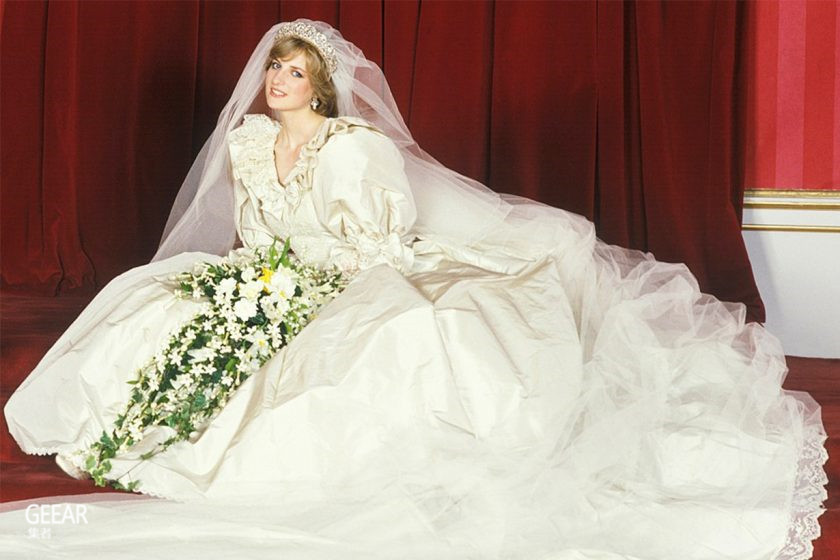 连戴安娜王妃本人也不知道,她原来有第二件从未曝光的婚纱?