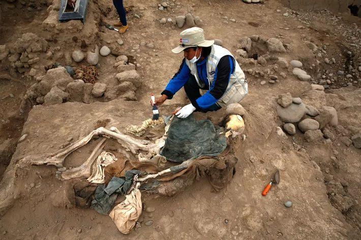 秘鲁新发现晚清时期中国劳工墓葬