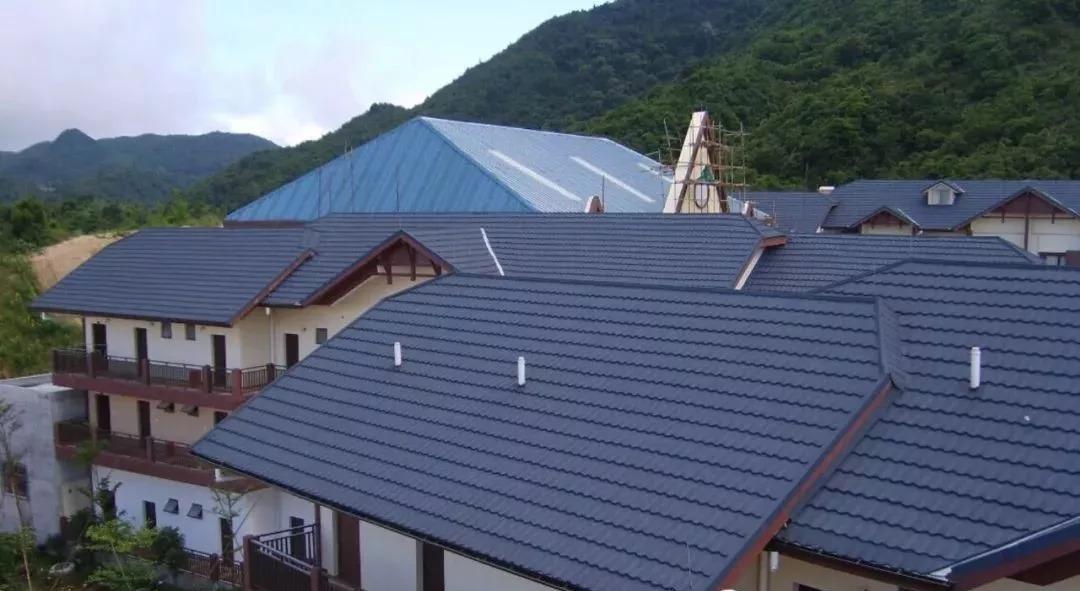斜坡屋面项目,屋面瓦如何选择?图片