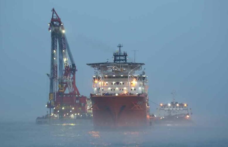一艘巨舰在南部海域被击沉,中国全力打捞,英:没授权谁都不许碰