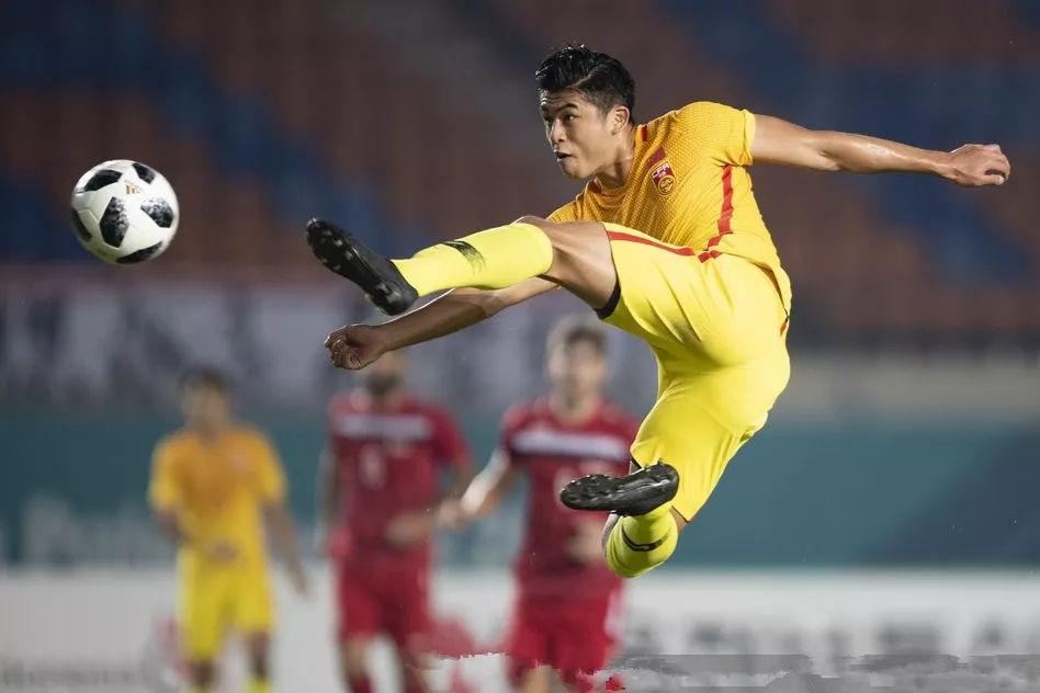 中国男足抽到西亚豪门,球迷直言不公平:我们白拿小组第一了!