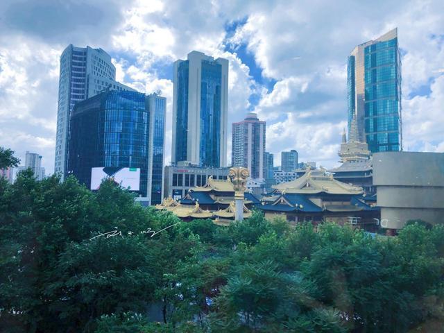 中国最值钱的寺庙,占据一线城市黄金位置,任何开发商都拆不起!