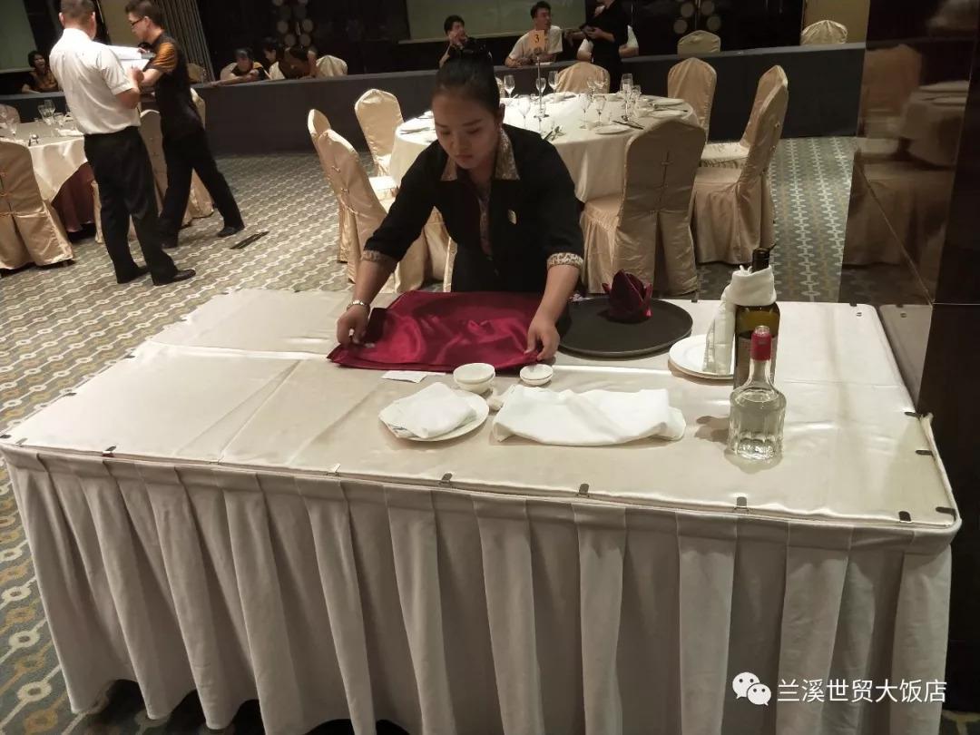 中餐摆台图片