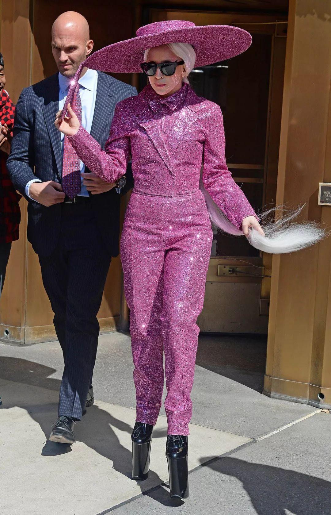 """出道十年了,Lady Gaga给时尚圈带来的可不止""""震撼""""而已!"""