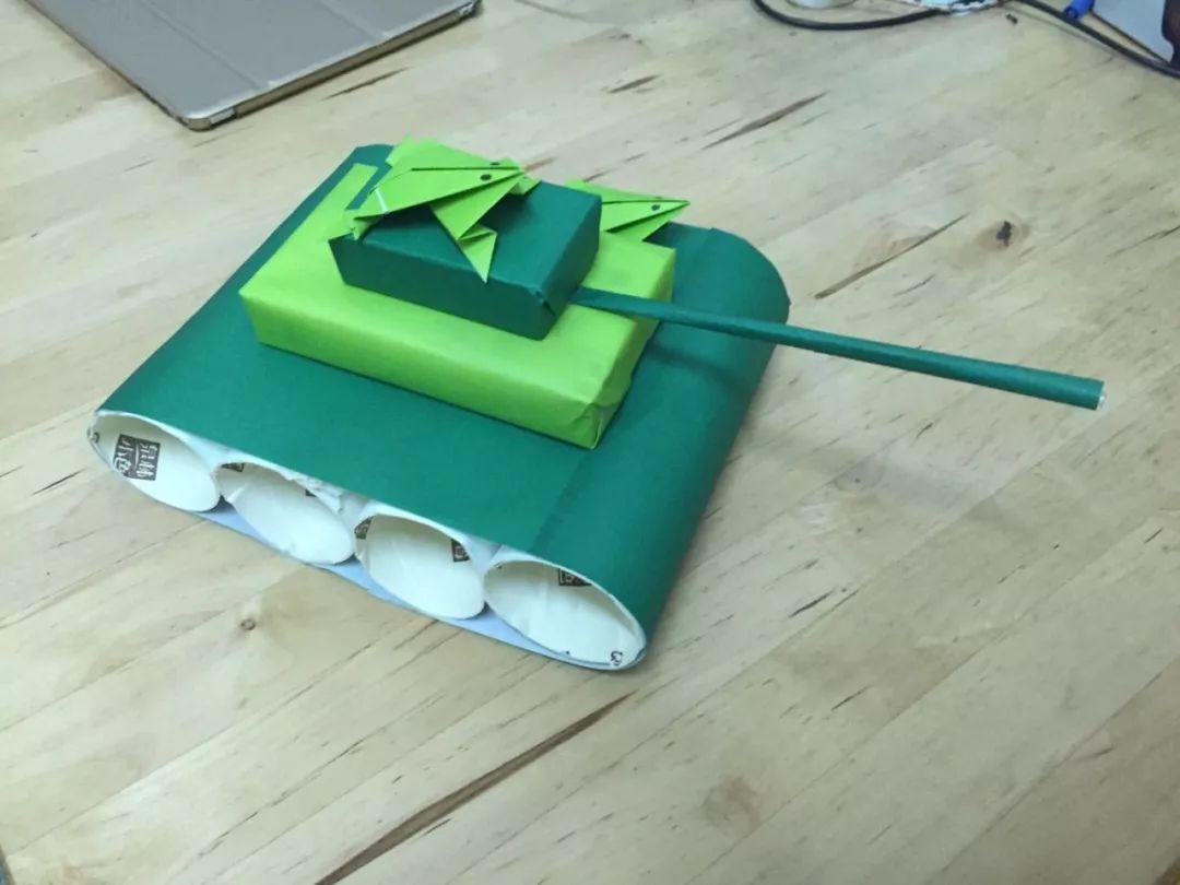 其他样式 准备材料:纸箱,剪刀,颜料. 制作步骤