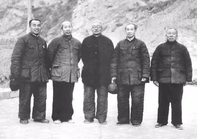 李六_他是毛主席第一任秘书长,无论是军龄、党龄,都比十大元帅还