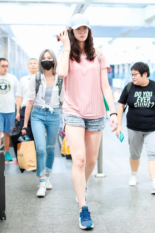 看了192的惠若琪才懂啥叫腿精,短裤又短又窄,网友:腿长1米信了