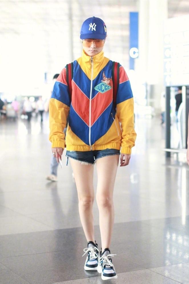 长袖上衣+短裤,18位女星演绎金秋最in冷暖搭,没想到这么简单