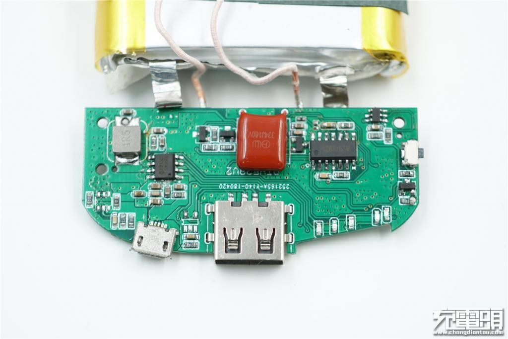 先看pcb电路板正面,中间有一颗cbb电容,334j 100v,两边分别为移动电