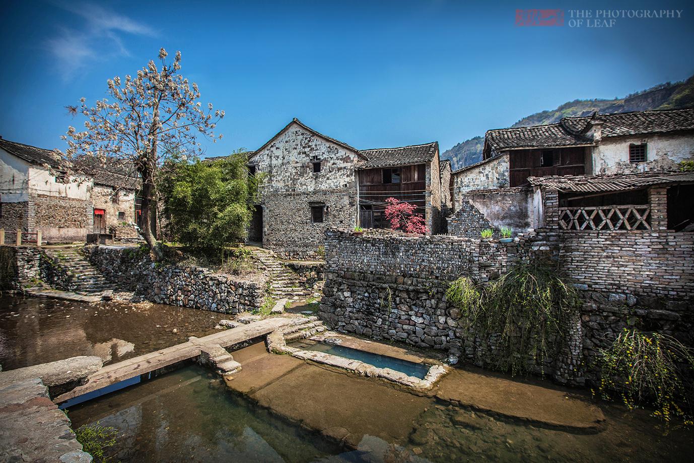 小山村800年未遭洪水,村中建明暗两溪,浩大地下工程令专家无解