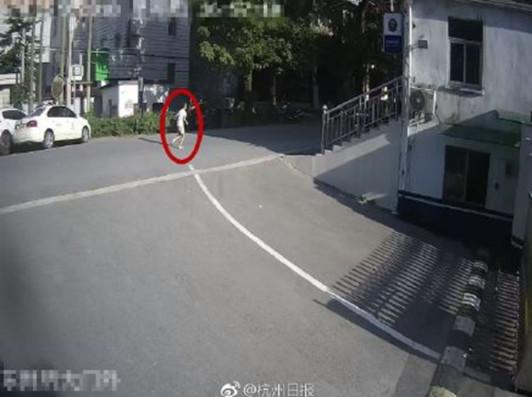 武汉供卵8岁男孩被妈妈批评不做作业,赤脚出走4公里,玻璃心的孩子该咋相处