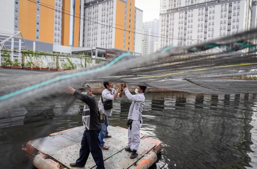 承办亚运会的雅加达丨一座下沉的城市,还藏着一条最脏的河流