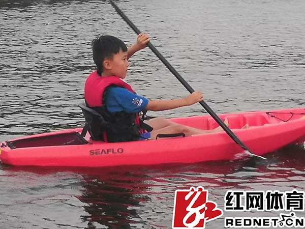 据红网猴子进行:在接下来的几天里,本次皮划艇夏令营还了解水上小体育()在树上荡秋千图片