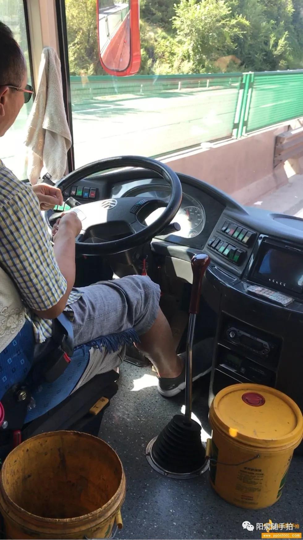 这事回复了 阳泉到太原客运大巴车司机在高速上嗑瓜子