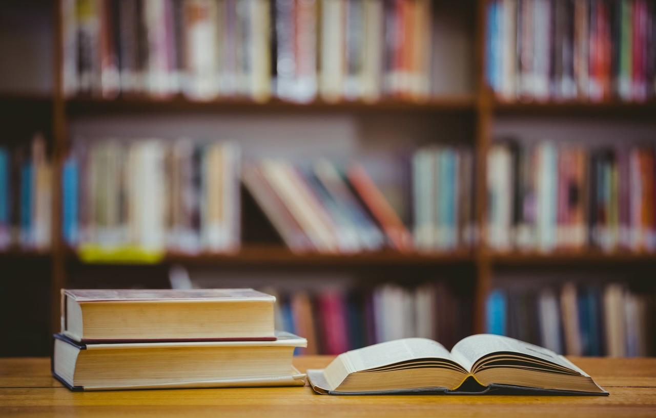 全国普通高中从2019年秋季起分步启动新课程改革、使用新教材