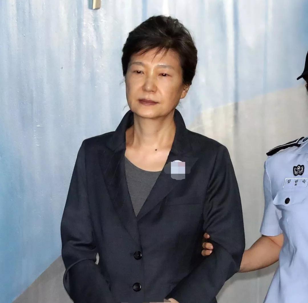 """朴槿惠""""亲信干政""""案二审宣判 刑期延长"""