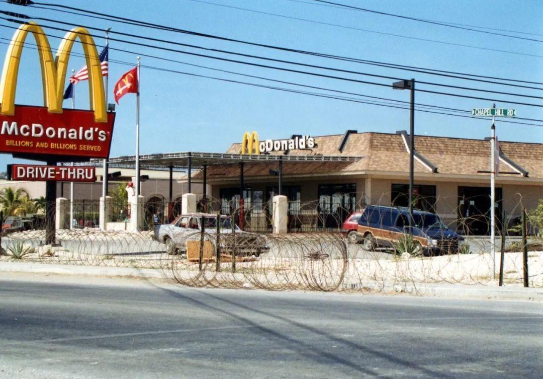 金拱门又又搞事情,五星级奢华快餐厅 UFO 观墓 监狱 沙漠麦当劳,都不如这家中国风店 火爆外国朋友圈
