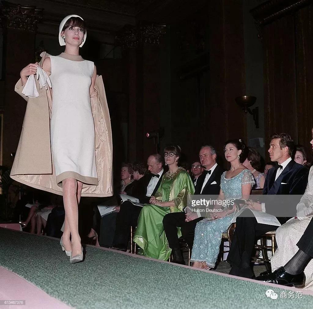英国女王最美的妹妹,穿Dior戴Cartier衣品高,但被爱情毁掉一生…