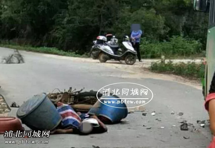 湖州惨烈车祸原�_临近鬼节前!钦州乡镇路段发生两起惨烈车祸,1人当场死亡